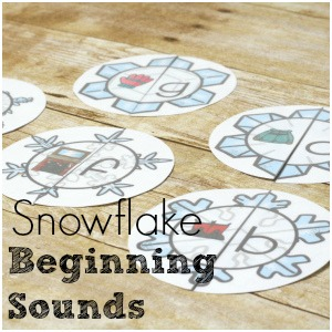 Practice beginning sounds with snowflake beginning sound puzzles! Simple 1:1 matching with a letter and a wintery picture!
