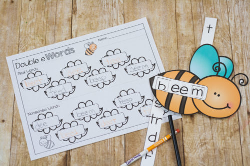This bee themed double e word slider is perfect for reading practice with those tricky double e words! Make the words and record them on the double e sheet!