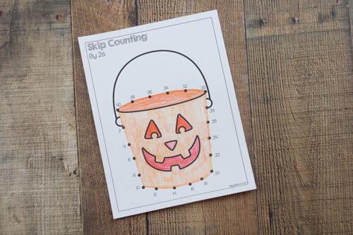 Practice skip counting with these fun Halloween themed skip counting dot to dot printables! Skip counting by 2s, skip counting by 3s, skip counting by 5s, skip counting by 10s, and skip counting by 100s.